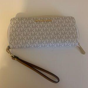 Micheal Kors wallet/wristlet